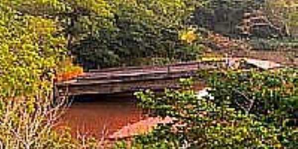 Antiga Ponte no Rio das Antas-Foto:Luciano Rizzieri