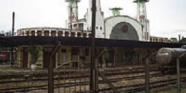 Antiga estação de trem, por Roberto Q. Simões.