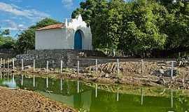 Poço de Fora - Poço de Fora-BA-Capela às margens do riacho-Foto:rotadosertao.