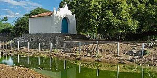 Poço de Fora-BA-Capela às margens do riacho-Foto:rotadosertao.