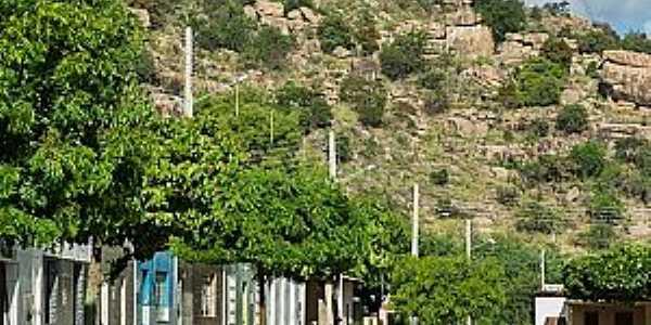 Poço de Fora-BA-Rua na base da montanha-Foto:rotadosertao.