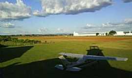 Mirassol - Patio do aeroporto
