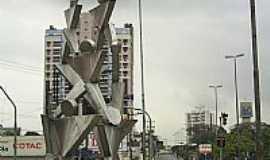 Mogi das Cruzes - Mogi das Cruzes-SP-Monumento Pir�mide Humana na Pra�a Gebrail Sawaya-Foto:Daniel Souza Lima