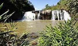 Monte Alegre do Sul - Cachoeira das Andorinhas em Monte Alegre do Sul-Foto:Ernandes C Santos