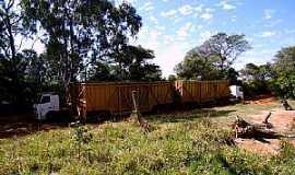 Novo Cravinhos - Novo Cravinhos-SP-Caminhões canavieiros-Foto:Fabio Vasconcelos