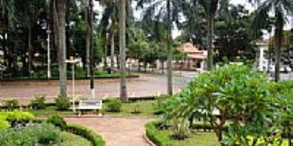 Praça central de Nuporanga - SP