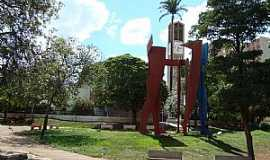 Olímpia - Olímpia-SP-Monumento aos fundadores na Praça Rui Barbosa-Foto:Urias E. Takatohi