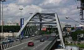 Osasco - Ponte met�lica em Osasco-SP-Foto:Andre Assump��o