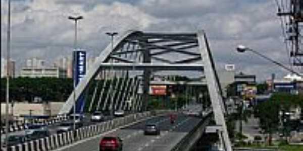 Ponte metálica em Osasco-SP-Foto:Andre Assumpção