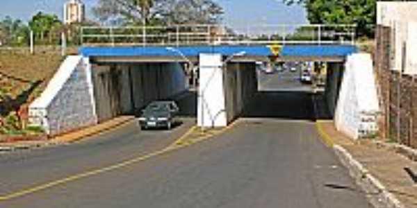 Osvaldo Cruz-SP-Viaduto no centro-Foto:Eduardo Dantas