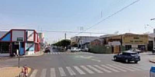 Cruzamento central em Ouroeste-SP-Foto:altairmesquita