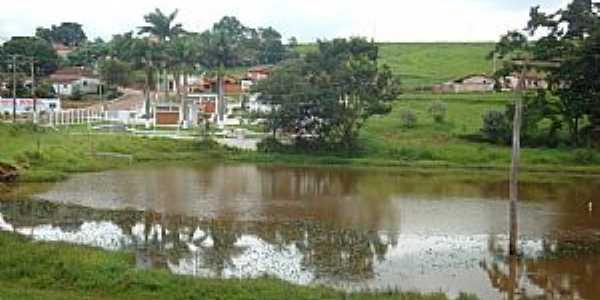 Pardinho-SP-Serviço de captação de água do Rio Pardo-Foto:Luiz Carlos Cavalchuki