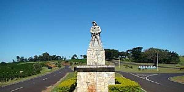 Pedregulho-SP-Monumento no Trevo de acesso-Foto:Alexandre Bonacini