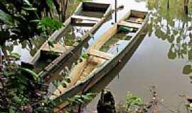Prado - Bateras ancoradas na beira do rio em Prado-BA-Foto:ganzilotomich