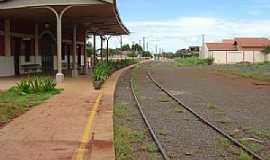 Pitangueiras - Pitangueiras-SP-Pátio da Estação em 2005-Foto:O.Pomini