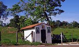 Porangaba - Capela na beira da estrada - Porangaba/SP