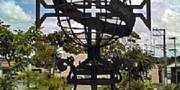 Porto Feliz-SP-Monumento em homenagem aos 500 anos da cidade-Foto:wikipédia