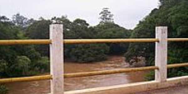 Ponte sobre o Rio Itapetininga-Foto:LuziACruzFrata