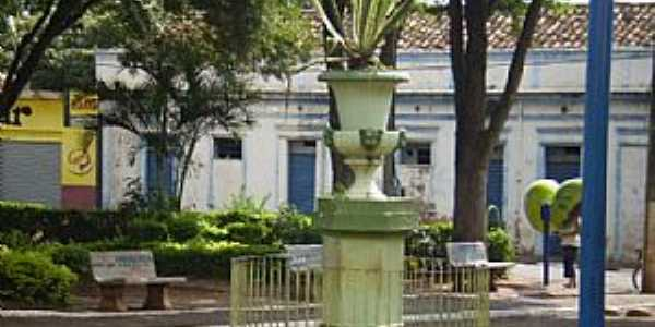 Restinga-SP-Praça N.Sra.Aparecida-Foto:jaumpaulum