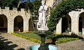 Roseira - Claustro do Mosteiro da Sagrada Face em Roseira-SP-Foto:Carlos Mani�oba