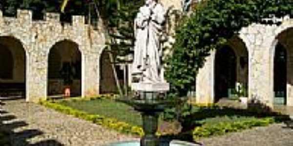 Claustro do Mosteiro da Sagrada Face em Roseira-SP-Foto:Carlos Maniçoba
