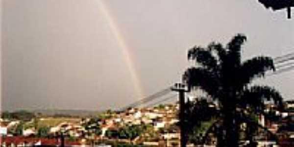 Arco Íris e vista parcial da cidade de Sabaúna-Foto:Jose Carlos Quiletti