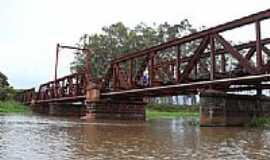Salto Grande - Ponte Ferroviária sobre o Rio Pardo em Salto Grande-SP-Foto:J.Roberto B. Lamoso …