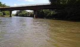 Santa Cruz do Rio Pardo - Santa Cruz do Rio Pardo-SP-Ponte na Rodovia Jo�o Cabral Renn�,sobre o Rio Pardo-Foto:J.Roberto B. Lamoso �