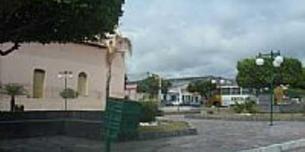 Praça e lateral da Igreja Católica em Retirolândia-Foto:Eliel Soares
