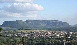 Santo Antônio da Alegria - Santo Antônio da Alegria, vendo-se ao fundo o morro do Baú