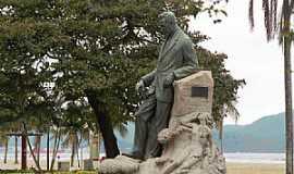 Santos - Santos-SP-Monumento de Vicente de Carvalho no Jardim da Orla-Foto:DIEGO BRIGIDO