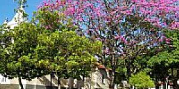 Praça ao lado da Igreja em São Benedito das Areias-Foto:emilio cezar ferrari