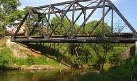 São João da Boa Vista - São João da Boa Vista-SP-Pontilhão Ferroviário sobre o Rio Jaguari Mirim-Foto:py2bbs
