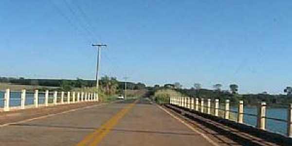 São João do Marinheiro-SP-Ponte sobre o Rio Marinheiro-Foto:Jose Bagio