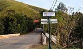 São José do Barreiro - Ponte naTrilha da Pedra da Bacia  em São José do Barreiro-SP-Foto:J. Augusto