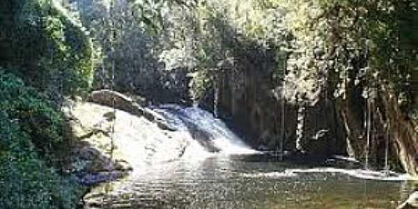 São Luiz do Paraitinga-SP-Cachoeira no Parque Estadual da Serra do Mar-Foto:zonaextremabrasil.blogspot.com