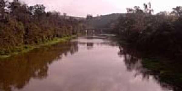 Ponte sobre o Rio Paráiba do Sul-Foto:tomatebassman
