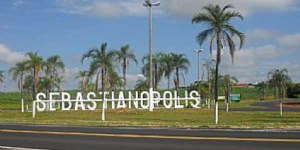 Trevo de entrada para Sebastianópolis do Sul - SP  Por Vanderlei Bissiato
