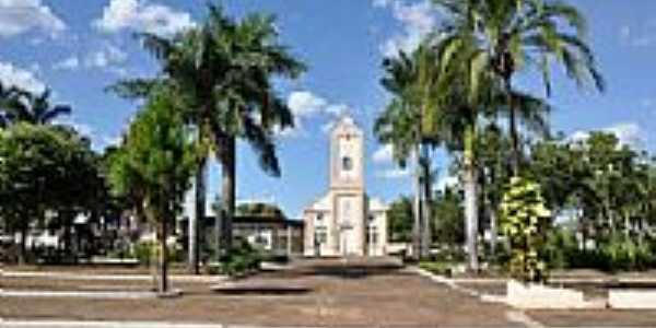Praça e Igreja-Foto:andretaka