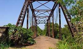 Suinana - Suinana-SP-Ponte de Ferro sobre o Rio Turvo-Foto:Amauri José Granzotto