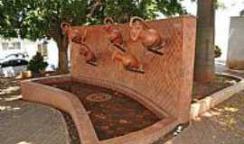 Tambaú - Tambaú-SP-Chafariz mostrando Cerâmica Artística-FotoS Vick