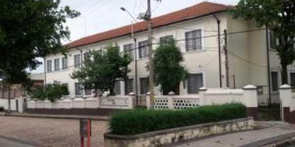 Escola Dr.Teófilo Ribeiro de Andrade. Das + antigas., Por Leila de S. B. dos Reis
