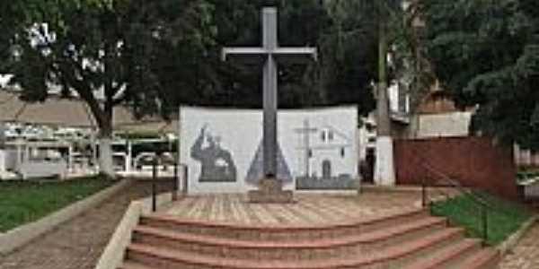 Tamba�-SP-Monumento na Pra�a Padre Donizetti-Foto:Rica Bittencourt