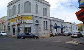 Taquaritinga - Edificação de esquina e conjunto preservado, por Ana Paula Alves Ferreira