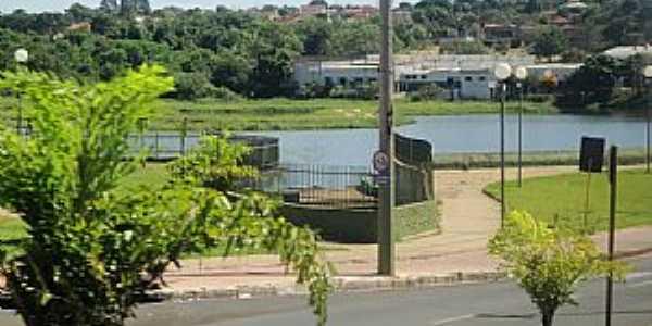 Represa do C�rrego �gua Espalhada, vista da Avenida Pedro Carletto -  por MARCO AUR�LIO ESPARZA