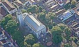 Taquarituba - Vista aérea da Igreja e praça São Roque-Foto:Maria Lucélia Martini