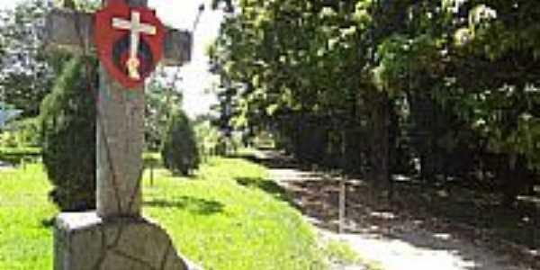Tietê-SP-Cruz e Brasão Missionário no Santuário Santa Terezinha-Foto:Pe. Edinisio Pereira…