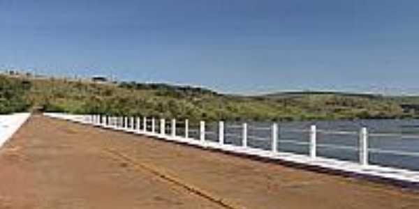 Timburí-SP-Ponte sobre o Rio Paranapanema-Foto:commons.wikimedia.org