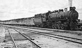 Tupã - Tupã-SP-Locomotiva no início dos anos 1960-Foto:Eduardo da Silva Marques,postada porEduardo Dantas