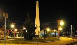 Tupã - Tupã-SP-Obelisco na Praça Central-Foto:Eduardo Dantas